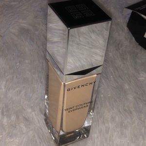 Givenchy foundation Y10